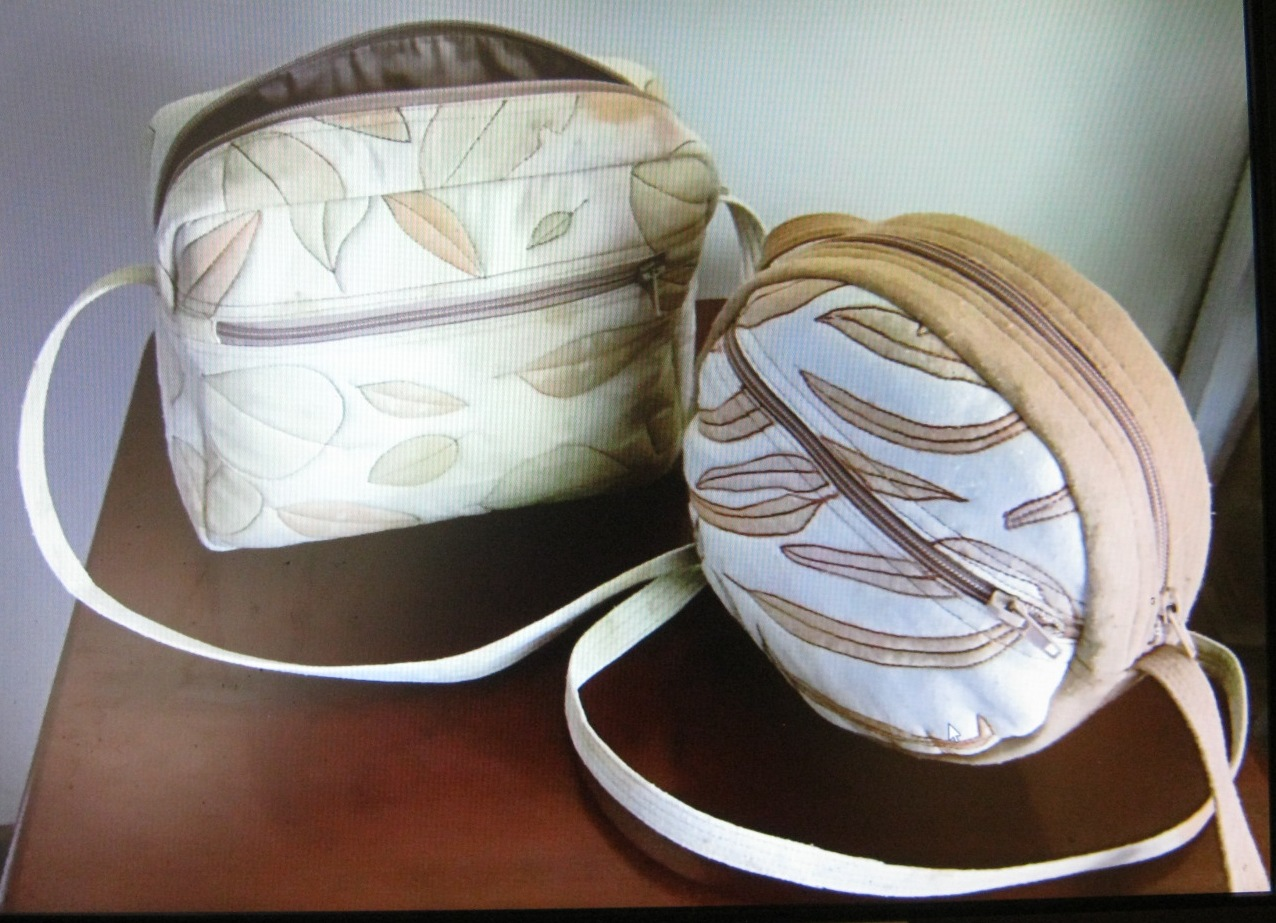 Visval Echo Khaki Chris Has Achieved Lovely Crisp Eco Prints On Silk And Wool Her Main Specialty Is Bags